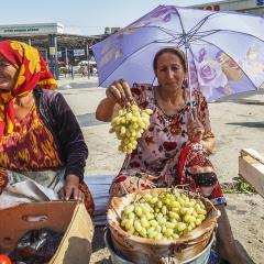 Venedora de fruita. Basar de Samarcanda