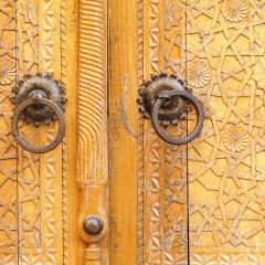 Porta de fusta tallada. Palau del Kan Khudayar. Kokand