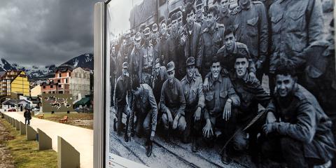 Monument als Herois de les Malvines. Ushuaia. Argentina